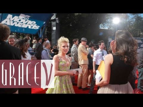 La Coacha covers MTV Music Awards red carpet with Grace V's Song