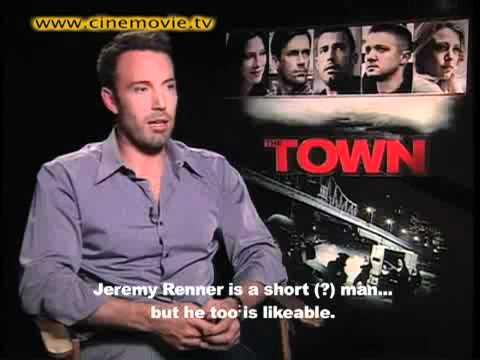 "INTERVIEW: Ben Affleck En Español; Calls Co-Stars Jon Hamm ""Guapo"" & Jeremy Renner ""Loco"""