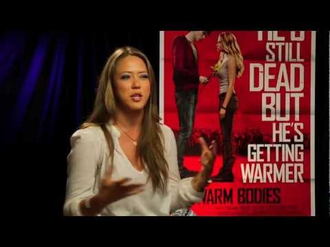 Analeigh Tipton & Jonathan Levine sit with Melissa Hernandez to talk Warm Bodies on ñ Life