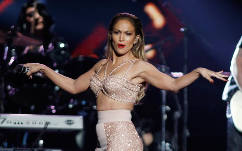 J.Lo pays tribute to Selena at Latin Billboards on Telemundo's biggest nite