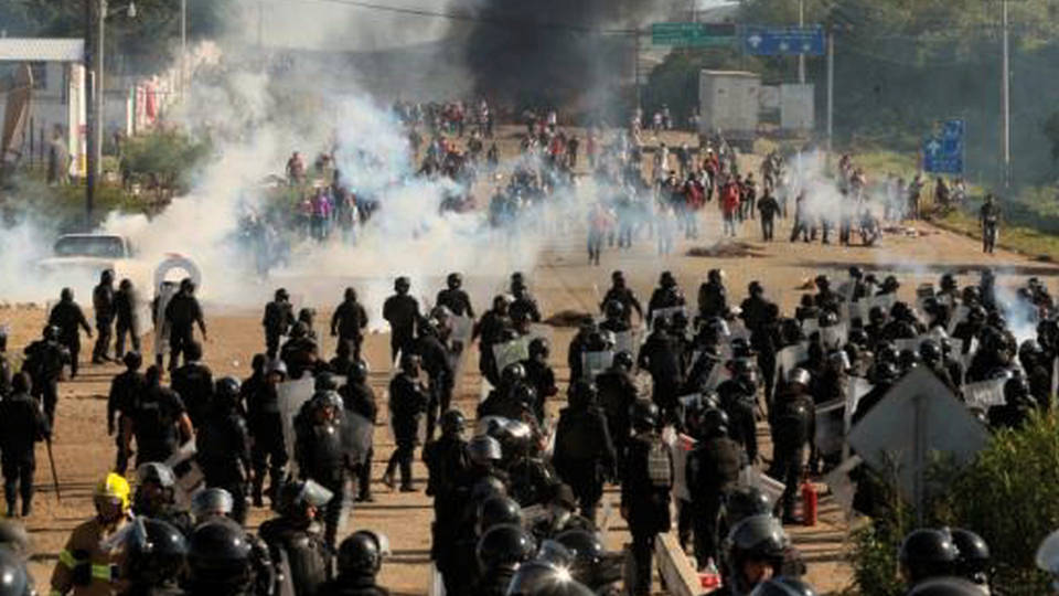 6 Killed as Police Descend on Protesting Teachers in Oaxaca