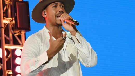 Romeo Santos Breaks Records With Golden Tour