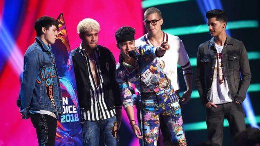 Latinos Shine In Teen Choice Awards