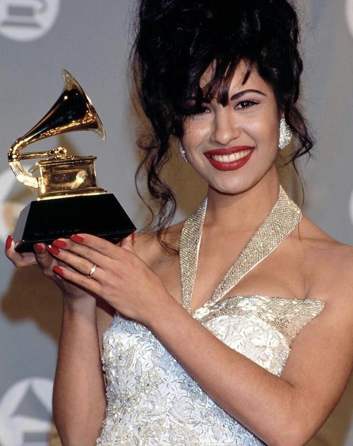 Selena Receiving PostHumous Award